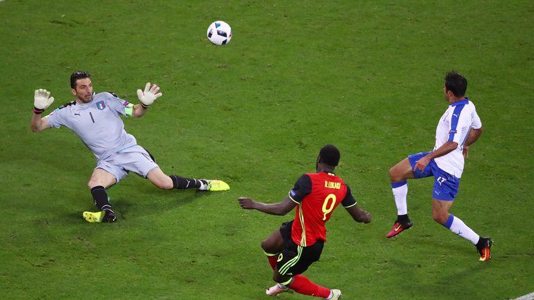 Romelu Lukaku shoots wide in the second-half