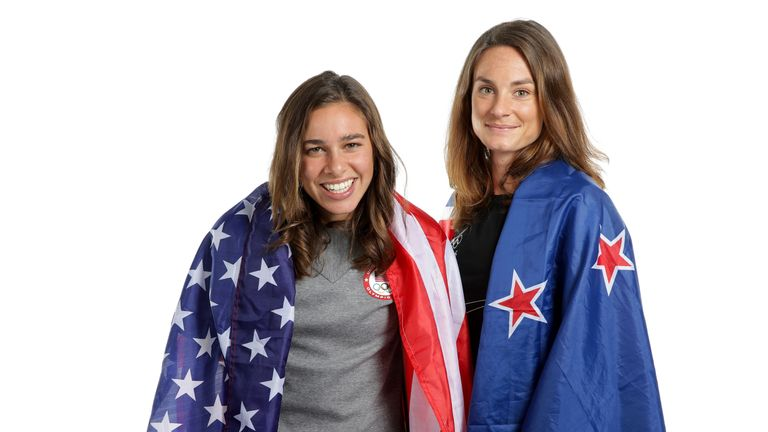 New Zealand distance runner Nikki Hamblin (R) and American  Abbey D'Agostino (L)