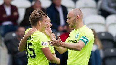 Hibernian's Jason Cummings (left) celebrates with captain David Gray