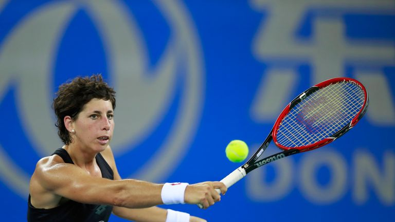 Suarez Navarro's exit in the Kremlin Cup means only Kuznetsova can pip Konta to a spot in Singapore