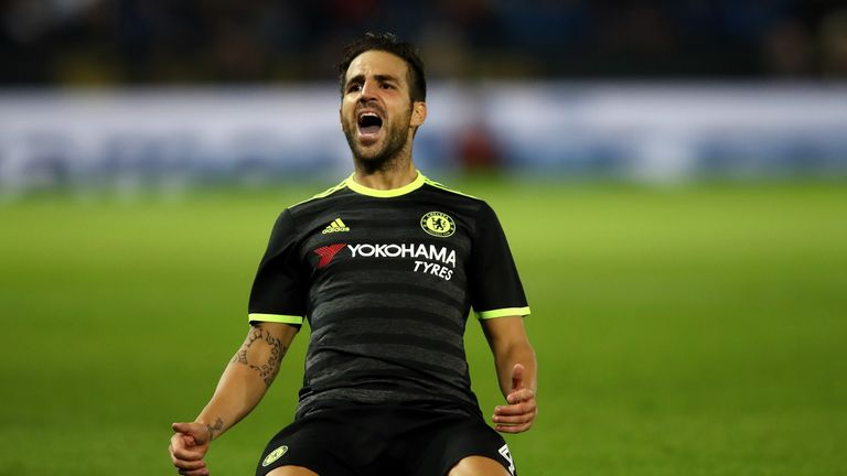 Chelsea thrash Everton 5-0 to move top