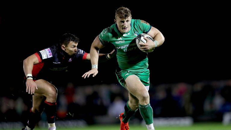Connacht's Peter Robb beats the tackle of Edinburgh's Damien Hoyland