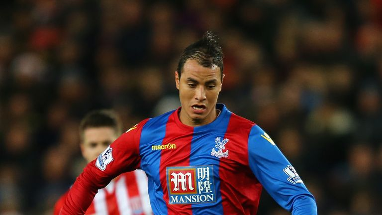 Marouane Chamakh is looking to stay in the Premier League