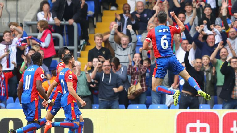 Premier-league-football-scott-dann-celebrating-crystal-palace_3789160