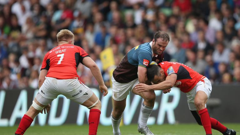 Jamie Roberts takes on the Saracens defence