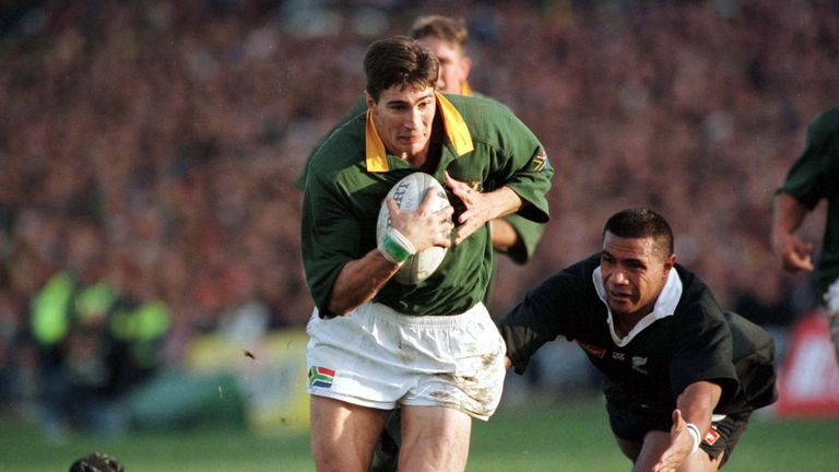 Springboks wing Pieter Rossouw runs in under the posts to score against New Zealand in Wellington in 1998