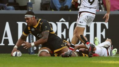 Nathan Hughes crosses for a last-gasp try to salvage a draw for Wasps