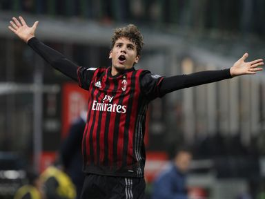 Manuel Locatelli of AC Milan celebrates after scoring the only goal of the game against Juventus