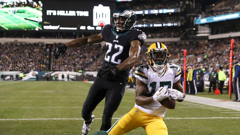 Davante Adams scored a 20 yard touchdown in tight coverage