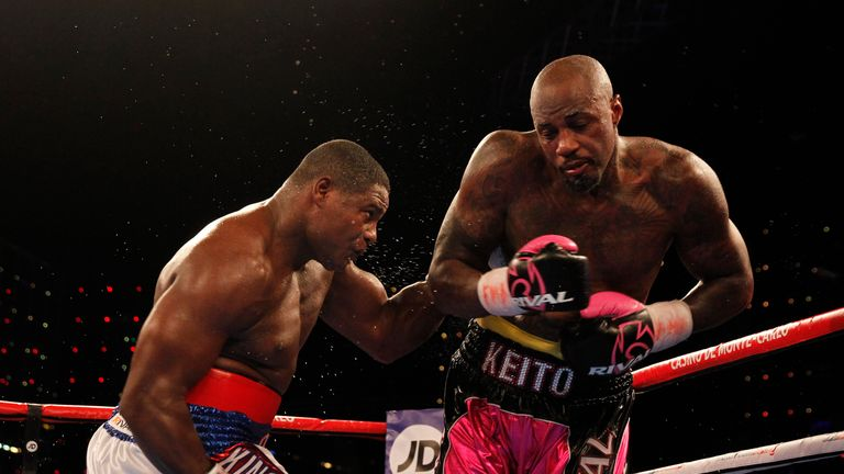 Luis Ortiz lands a clubbing shot on Malik Scott