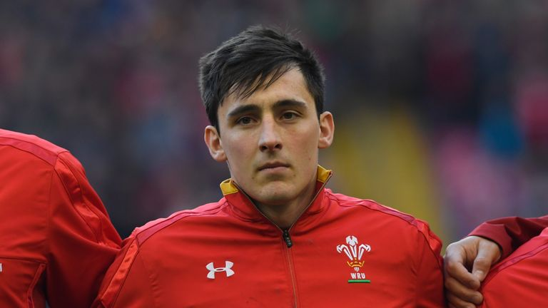 Wales international Sam Davies has signed a new long-term contract with Ospreys