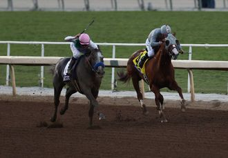 Arrogate and Mike Smith just get the better of California Chrome and Victor Espinoza in a thrilling battle for the 2016 Breeders' Cup Classic.