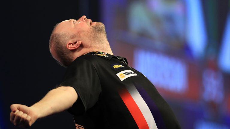 Raymond van Barneveld celebrates defeating Taylor