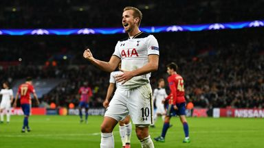 Harry Kane celebrates putting Tottenham 2-1 up