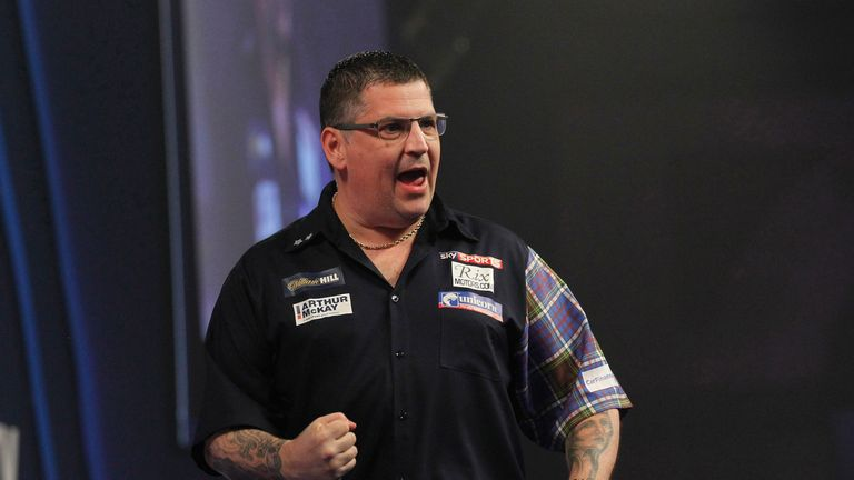 WLLIAM HILL WORLD DARTS CHAMPIONSHIP 2017.ALEXANDRA PALACE,LONDON.PIC;LAWRENCE LUSTIG.ROUND 3.GARY ANDERSON V BENITO VAN DE PAS.GARY ANDERSON IN ACTION