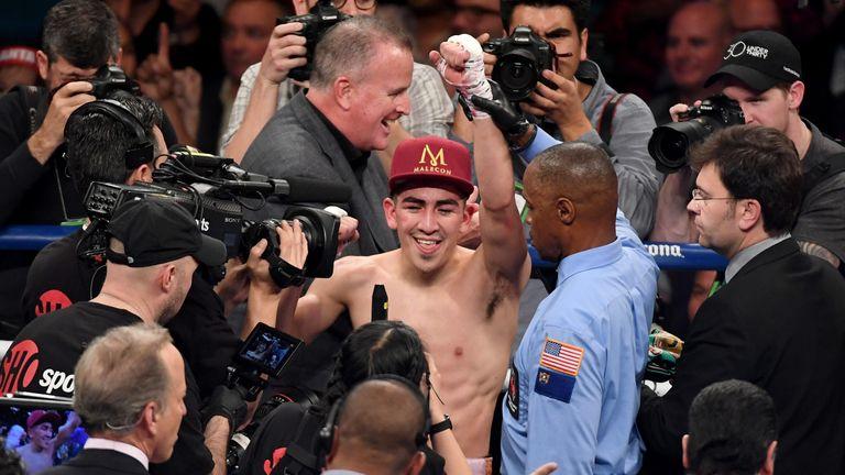 Santa Cruz regained the WBA 'super' featherweight title
