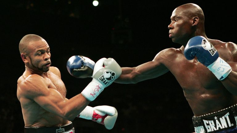 Roy Jones Jr (L) lost his WBC and WBA light-heavyweight titles to Antonio Tarver in 2004