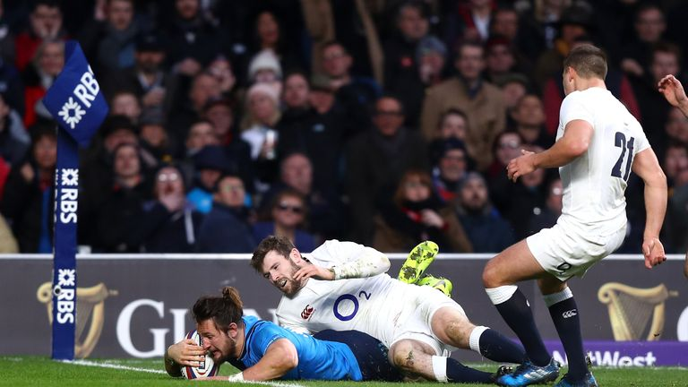 Michele Campagnaro scores Italy's second try