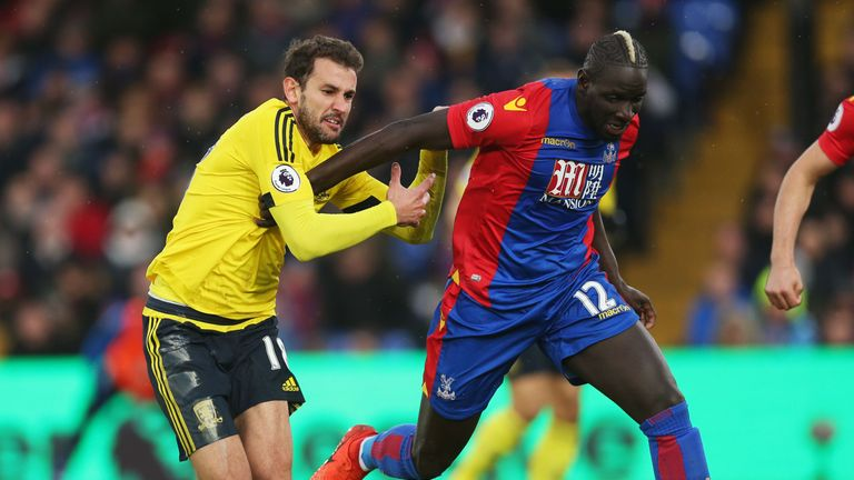 LONDON, ENGLAND - FEBRUARY 25: Cristhian Stuani of Middlesbrough (L) and Mamadou Sakho of Crystal Palace (R) battle for possession during the Premier Leagu
