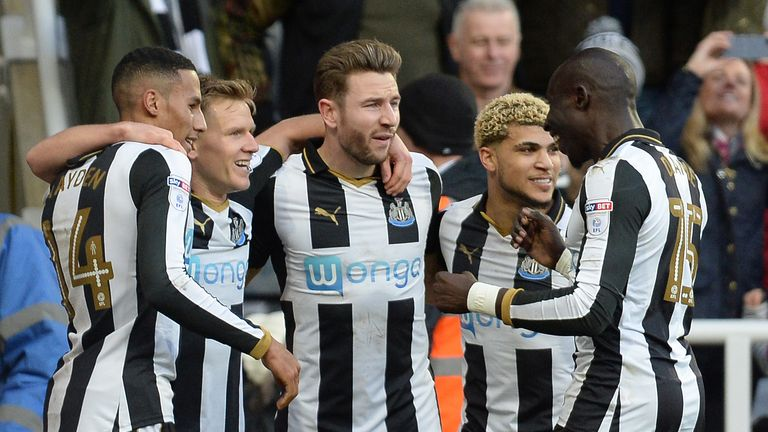 Newcastle United's Matt Ritchie (second left) celebrates with teammates after scoring his side's first goal during the Sky Bet Championship match at St Jam