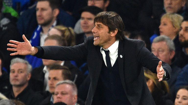 Conte gestures on the touchline
