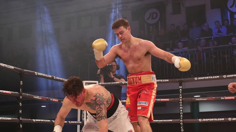 Danny Dignum beat Iain Jackson with a second round KO