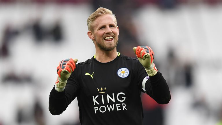 Manchester United are targeting Leicester goalkeeper Kasper Schmeichel