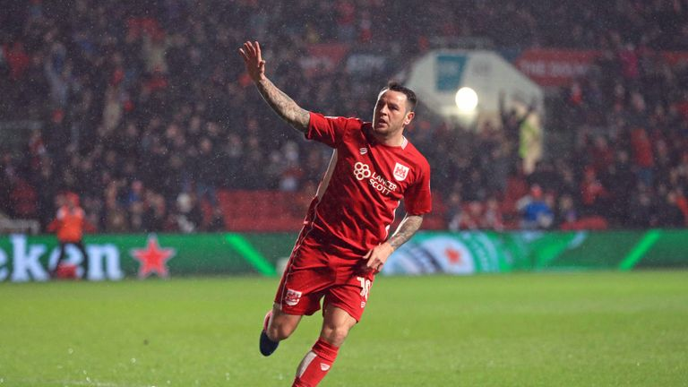 Cardiff City sign Bristol City midfielder Lee Tomlin on three-year deal