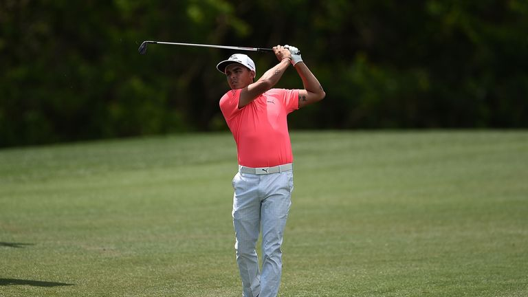 Fowler made eight birdies and kept a bogey off his card in Houston