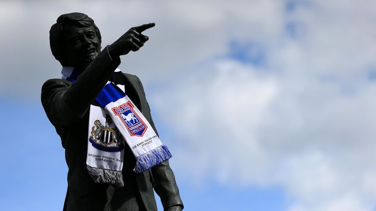 Both sides honoured Sir Bobby Robson, who managed Ipswich and Newcastle, ahead of the game