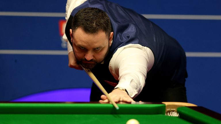 Stephen Maguire in action against  Anthony McGill