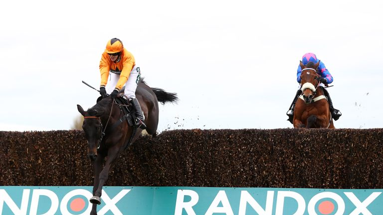 Tea for Two ridden by Lizzie Kelly (L) gets the better of Cue Card