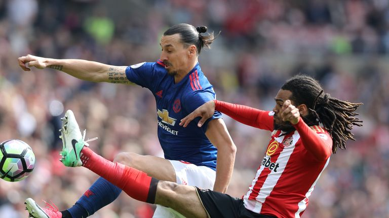 Manchester United's Zlatan Ibrahimovic and Sunderland's Jason Denayer battle for the ball