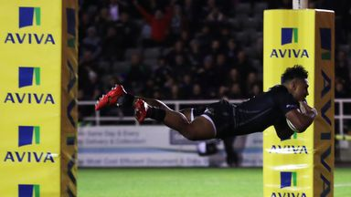 Sonatane Takulua scores the crucial try against Worcester