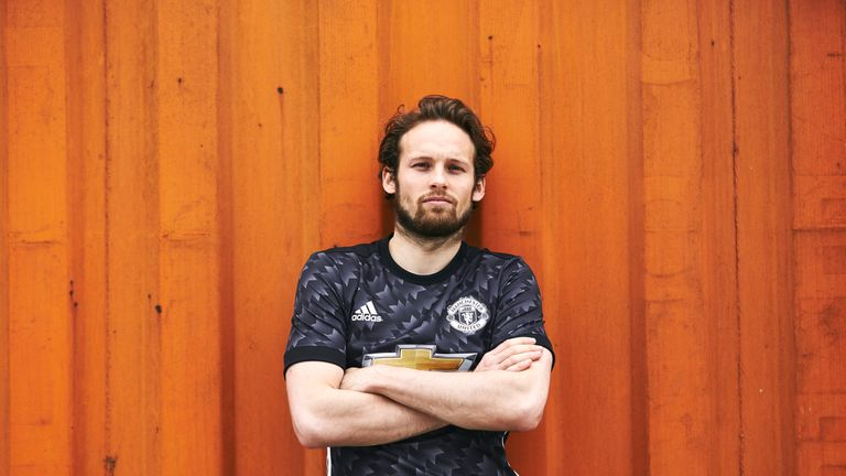 Daley Blind models the new Manchester United 2017/18 season away kit (Credit: Adidas)