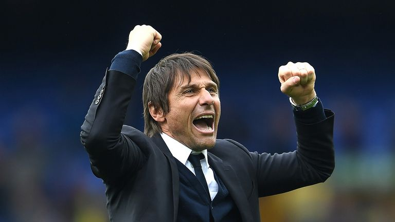Conte hails Chelsea fans after victory at Everton