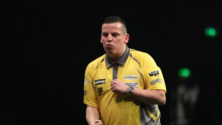 Dave Chisnall faces faces former semi-finalist Mervyn King (Picture: Lawrence Lustig)