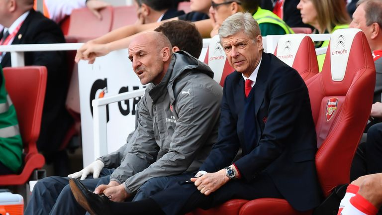 Wenger admits future led to top-four failure
