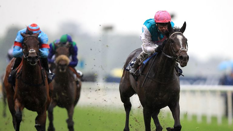 Shutter Speed ridden by Frankie Dettori (right)
