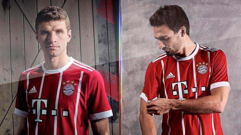 Thomas Muller et Mats Hummels modèlent le nouveau maillot domicile 2017/18 du Bayern Munich. (Photo: adidas)