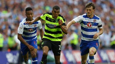 Collin Quaner gets away from Reading duo John Swift and Sandro Wieser