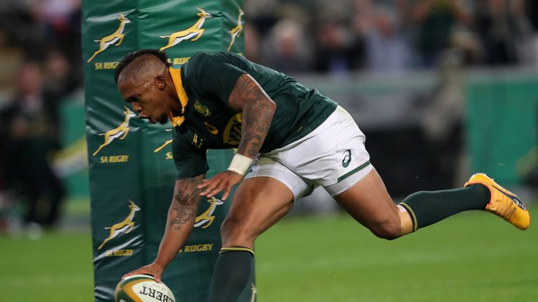 South Africa Elton Jantjies scores a try