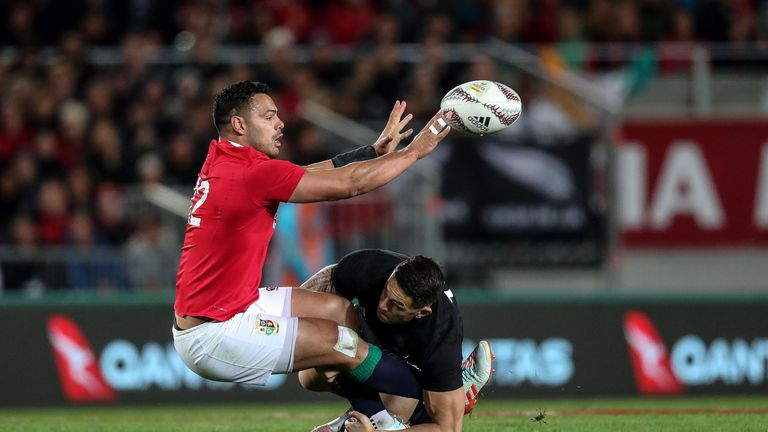 Ben Te'o tackled by Sonny Bill Williams