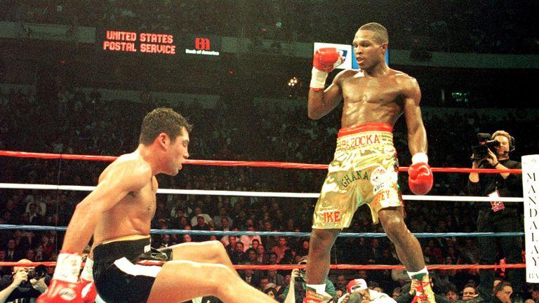 Ike Quartey floors Oscar De La Hoya during their 1999 fight