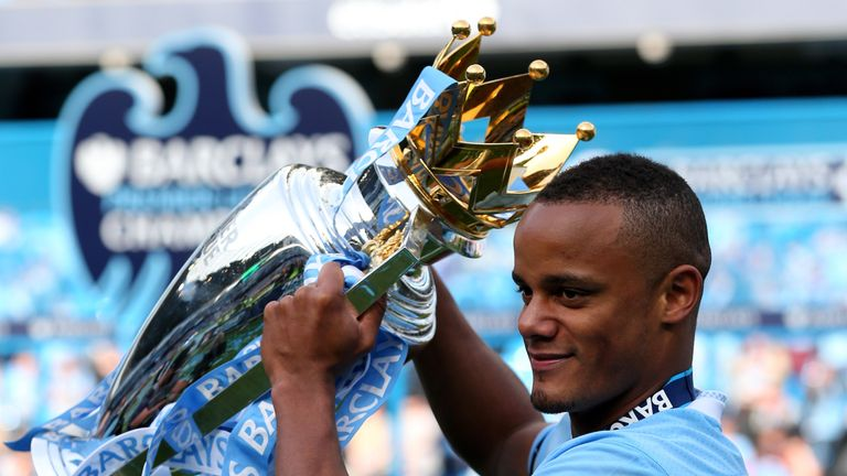 Kompany poses with the Premier League trophy