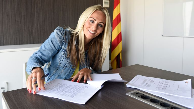 Manchester City's England striker Toni Duggan joins Barcelona on two-year deal