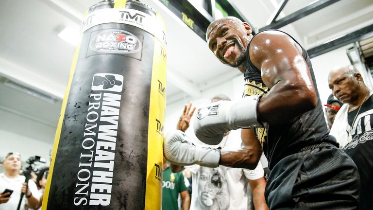 Ward is confident Floyd Mayweather will keep his unbeaten record when he fights Conor McGregor