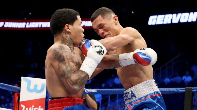 Davis and Fonseca battle up close