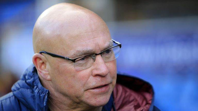 Wakefield's Head of Rugby John Kear has put pen to paper on a new one-year contract