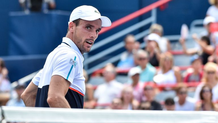 Bautista Agut struggled to contain Federer and settle into his game